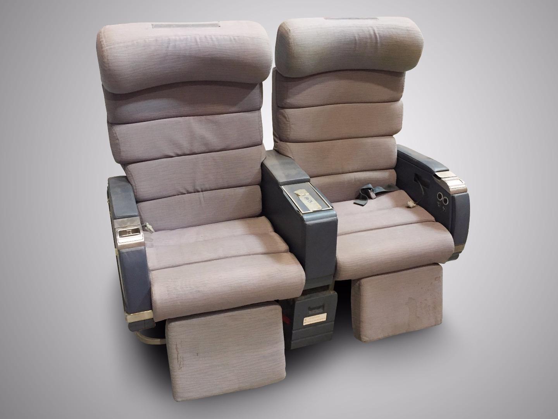 Cadeira dupla sem TV do avião da TAP - 3