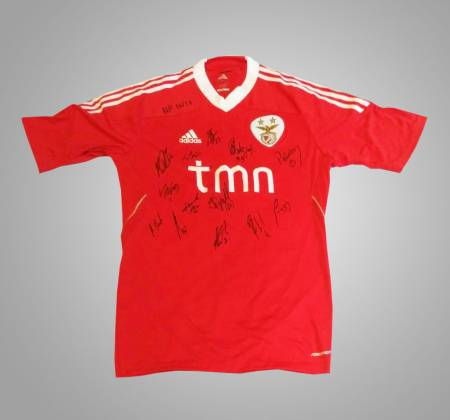Jersey and Stick signed by SL Benfica team