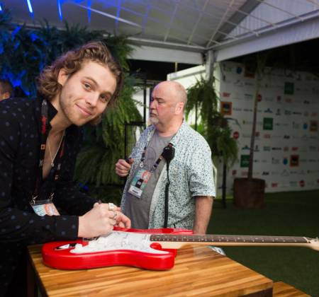 Guitar signed by the 5SOS - Rock in Rio 2017