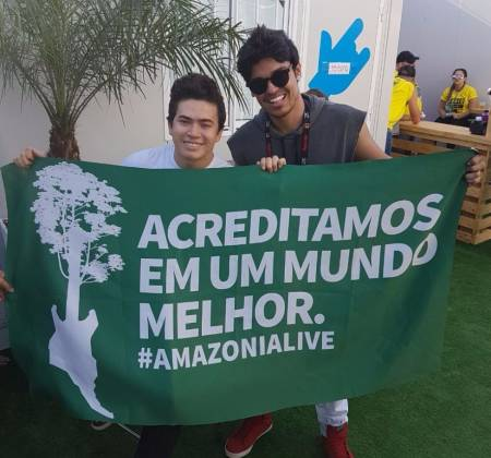 Amazonia Live Flag signed by Youtubers - Rock in Rio