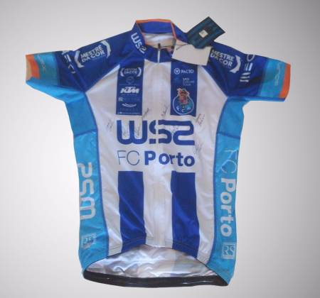 W52 / FC Porto Team jersey on the Tour of Portugal