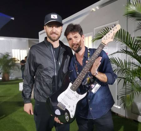 Guitar signed by Justin Timberlake - Rock in Rio 2017