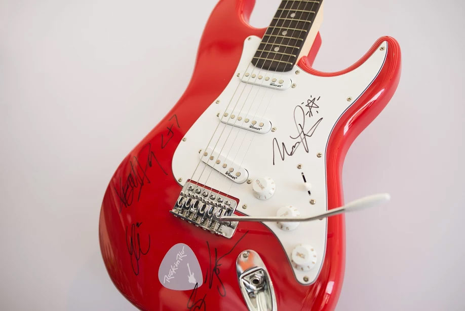 Guitar signed by Walk the Moon at Rock in Rio 2017