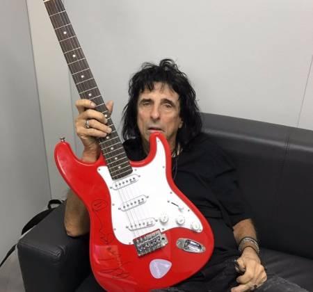 Guitarra autografada pelo Alice Cooper - Rock in Rio 2017