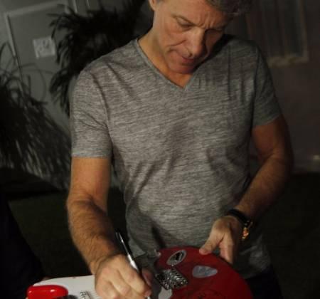 Guitarra autografada pelo Bon Jovi - Rock in Rio 2017