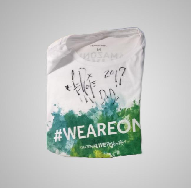 Camiseta do amazonia live autografada por Fergie no Rock in Rio