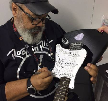 Guitar signed by Salve o Samba - Rock in Rio 2017