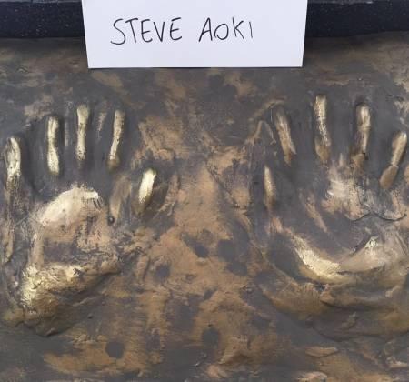 Wall Of Fame: Réplica das mãos do Steve Aoki - Rock in Rio 2017