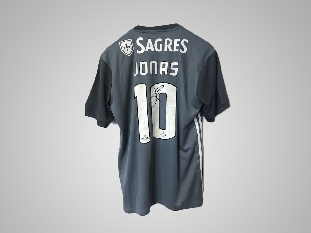 Jonas jersey of Sport Lisboa e Benfica, autographed by the player
