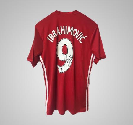 Camisola de Ibrahimovic do Manchester United, autografada pelo jogador