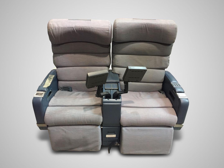 Cadeira dupla com TV do avião da TAP Air Portugal - 1