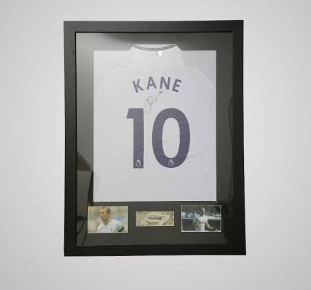 Camisola de Harry Kane do Tottenham autografada e emoldurada