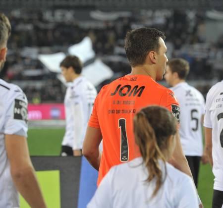 Camisola oficial do jogo Vitória SC x CF Belenenses - Douglas 1