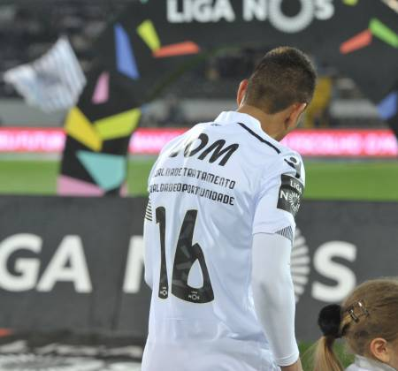 Camisola oficial do jogo Vitória SC x CF Belenenses - Hurtado 16
