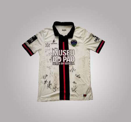 Grupo Desportivo de Chaves jersey, autographed by all team