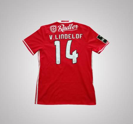 Lindelof's Sport Lisboa e Benfica jersey that he wore during a game