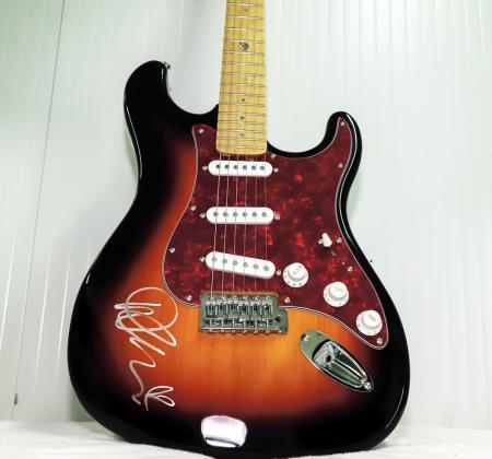 Guitarra autografada pela Demi Lovato no Rock in Rio Lisboa 2018