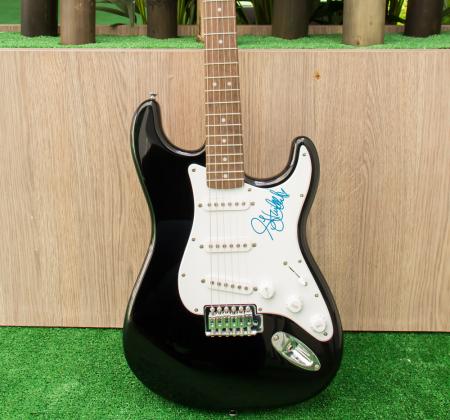Guitarra autografada pela Hailee Steinfeld no Rock in Rio Lisboa 2018
