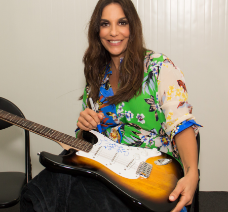 Signed guitar by Ivete Sangalo at Rock in Rio Lisboa 2018