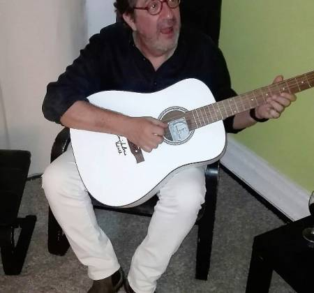 Signed guitar by Rui Veloso
