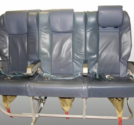 Cadeira tripla executiva de um avião da TAP Air Portugal - 10