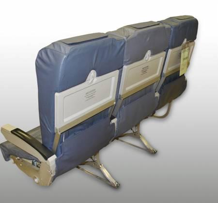 Cadeira tripla económica de um avião da TAP Air Portugal - 1