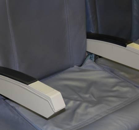 Cadeira tripla económica de um avião da TAP Air Portugal - 19