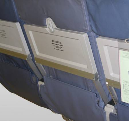 Cadeira tripla económica de um avião da TAP Air Portugal - 10