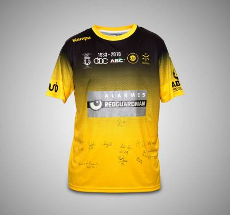 Signed jersey by the ABC/UMinho team