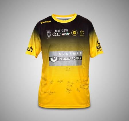 Camisola autografada pela equipa ABC/UMinho