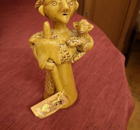 Peça em barro da ceramista barcelense Júlia Ramalho
