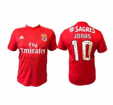 Camisola de Jonas, do Sport Lisboa e Benfica, autografada pela equipa