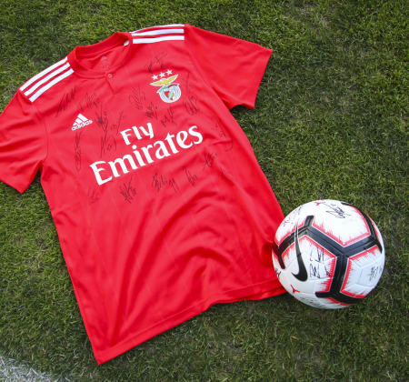 Camisola do SL Benfica autografada pelo plantel - Final Four 2019
