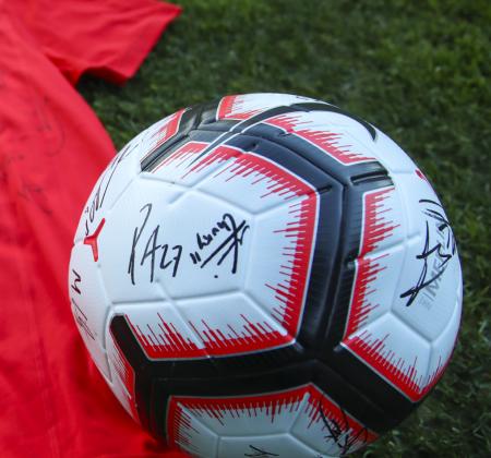 Bola Nike autografada pelo plantel SL Benfica - Final Four 2019