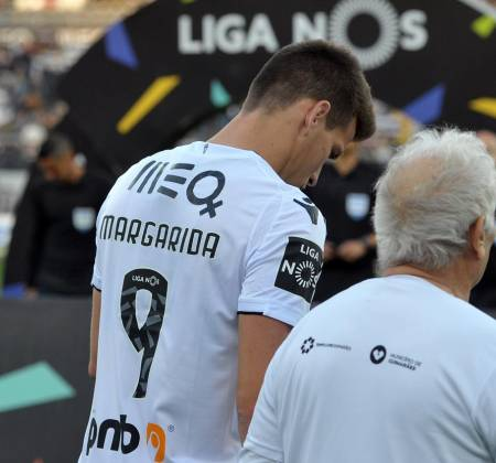 Vitória SC jersey worn by Guedes at a game