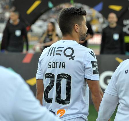 Vitória SC jersey worn by Tozé at a game