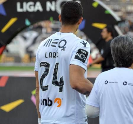 Vitória SC jersey worn by Osório at a game