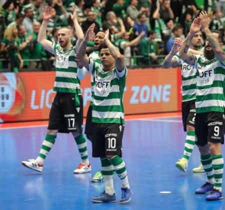Sapatilhas de João Matos, capitão da equipa de futsal do Sporting
