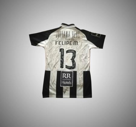 Felipe M's Portimonense jersey autographed by the squad