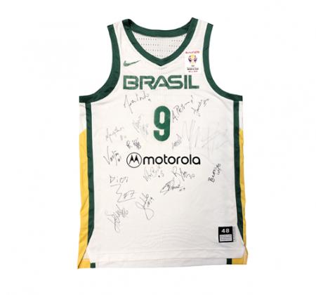 Camisa Autografada da Seleção Brasileira de Basquete - M. Huertas
