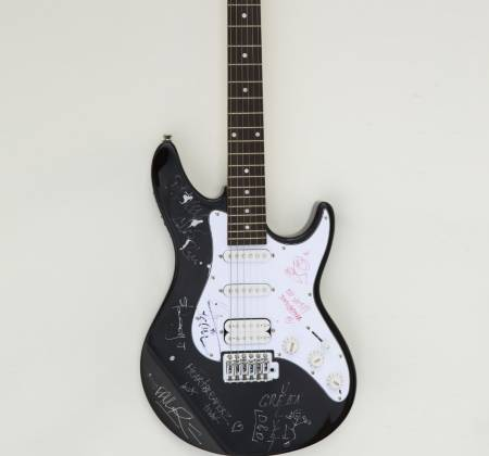 Guitarra autografada por Calvin Harris e outro no Rock in Rio 2010