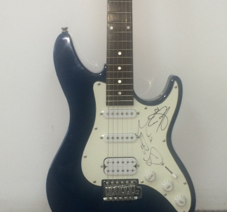 Guitarra autografada pelos McFly no Rock in Rio Madrid 2010