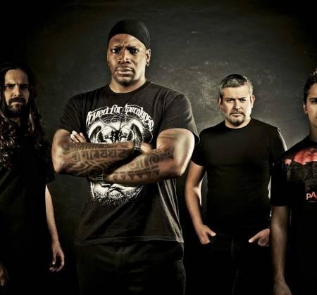 Guitarra autografada pelo Sepultura e outros Rock in Rio Lisboa 2012