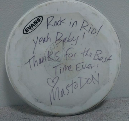 Pele de bateria do Mastodon autografado no Rock in Rio 2015