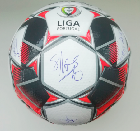 Ball signed by various coaches of Portuguese teams