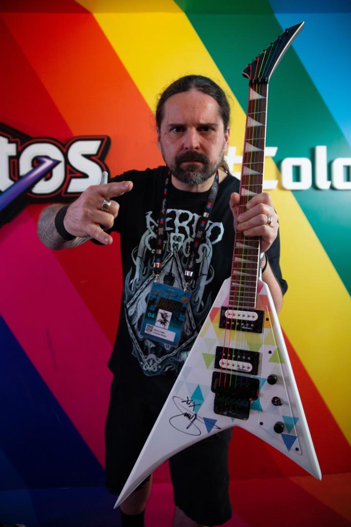 DORITOS® RAINBOW: Rock in Rio Diversity Guitar