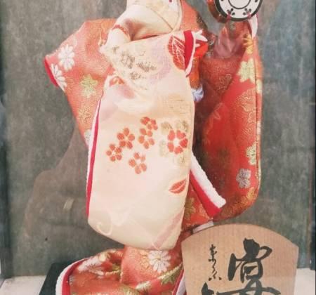 Boneca japonesa de argila