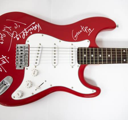 Signed Guitar by Xutos e Pontapés