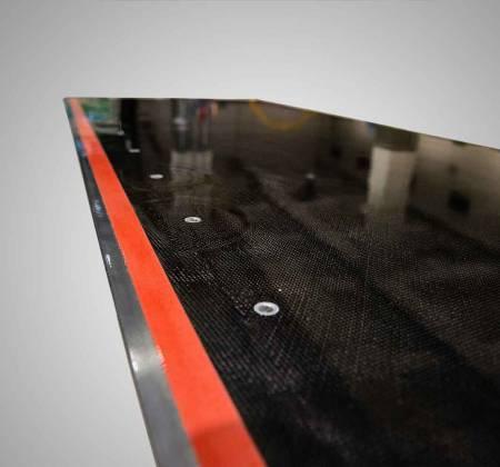 Mesa em fibra de carbono feita pela TAP Manutenção e Engenharia