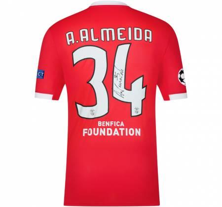 Camisola de A. Almeida autografada pelo jogador